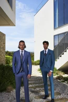 trajes de lino en azul para bodas relajadas